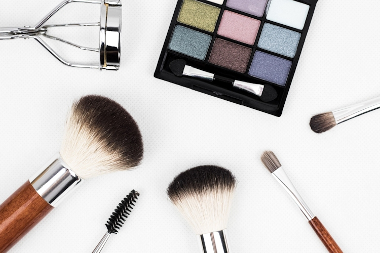 Free shipping makeup stores